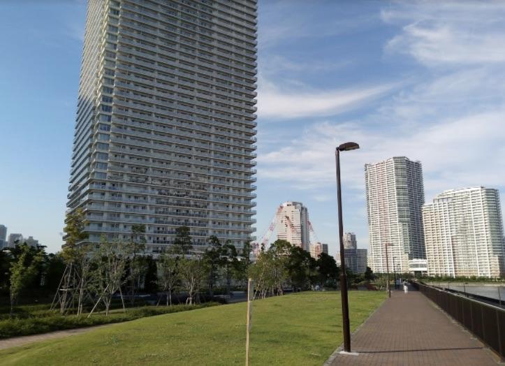 ザ・パークハウス晴海タワーズ横の歩道