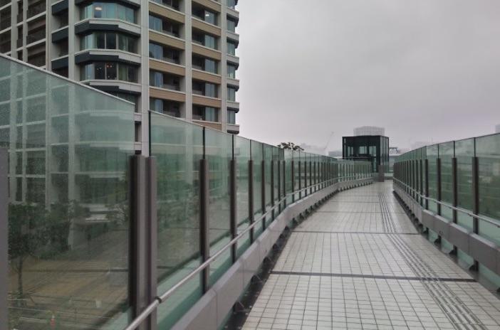 マンション付近のエレベータ前の画像