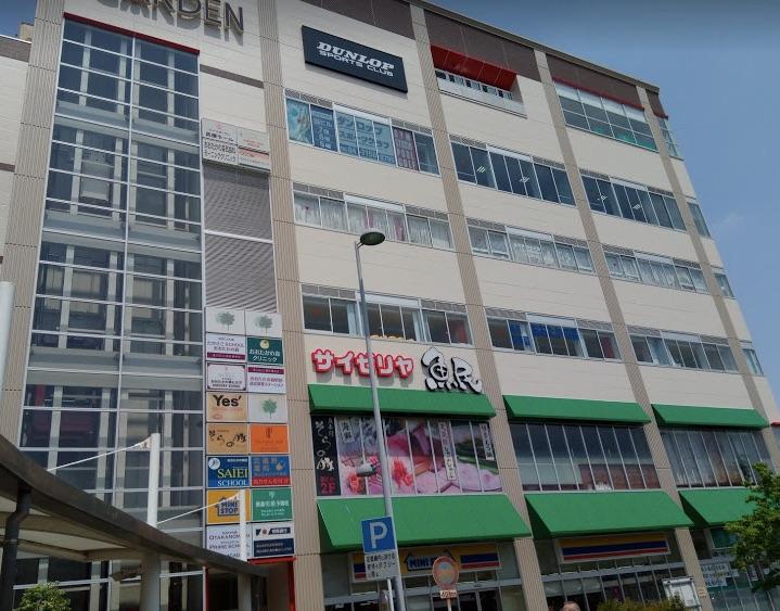 駅前店舗ビルの写真