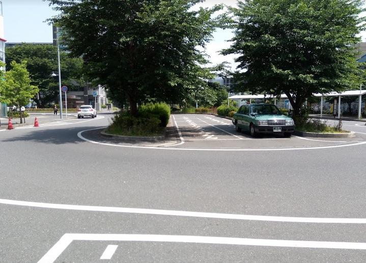 駅前ロータリーの写真