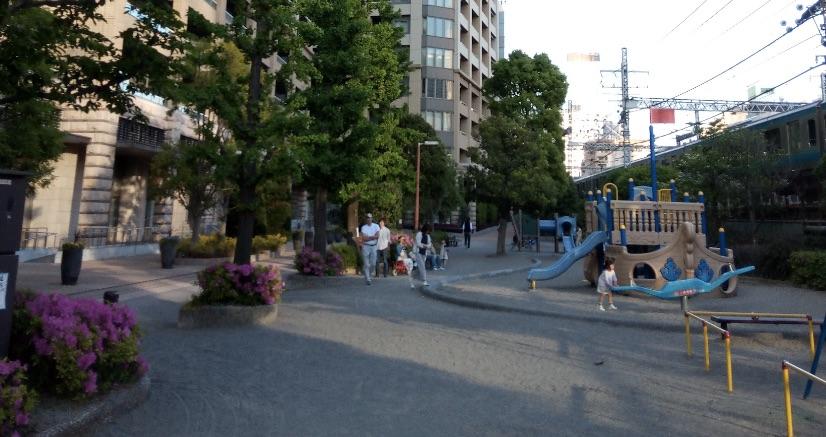 カテリーナ三田横の公園