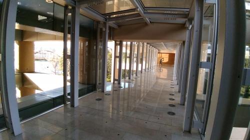 A棟とB棟をつなぐ廊下