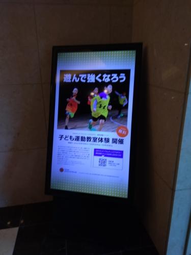 エレベーターホールのディスプレイ